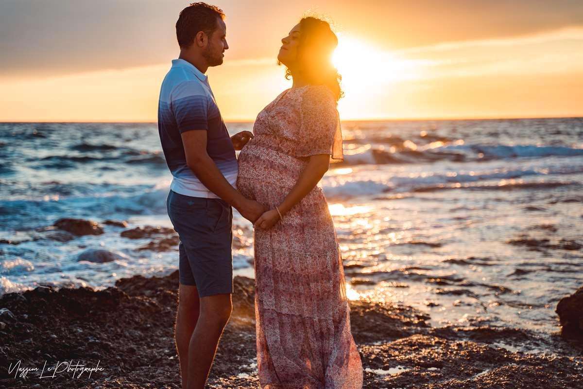 Une séance photo de famille/grossesse sur la plage 3