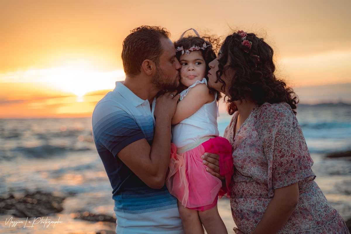 Une séance photo de famille/grossesse sur la plage 16