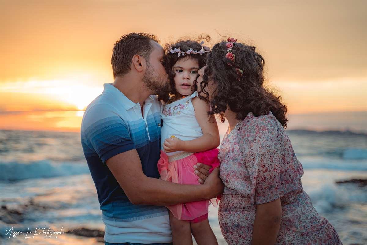 Une séance photo de famille/grossesse sur la plage 17