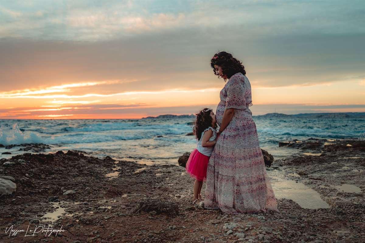 Une séance photo de famille/grossesse sur la plage 22
