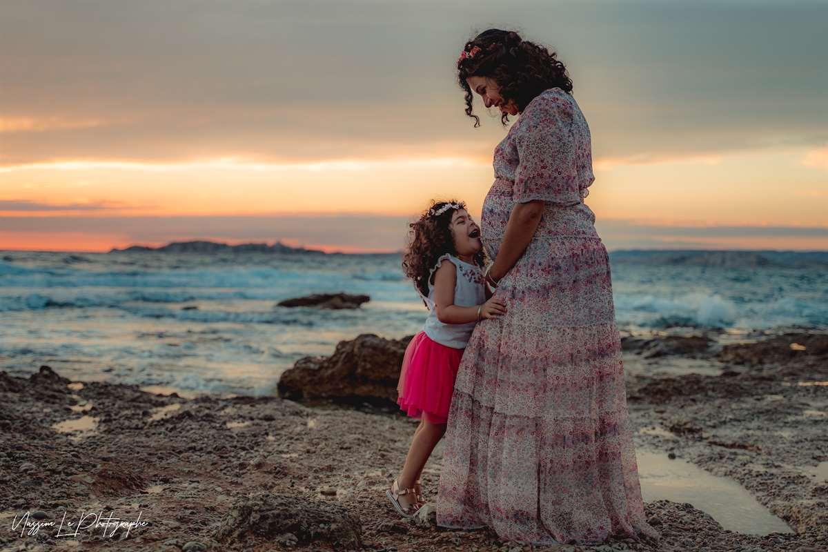Une séance photo de famille/grossesse sur la plage 23
