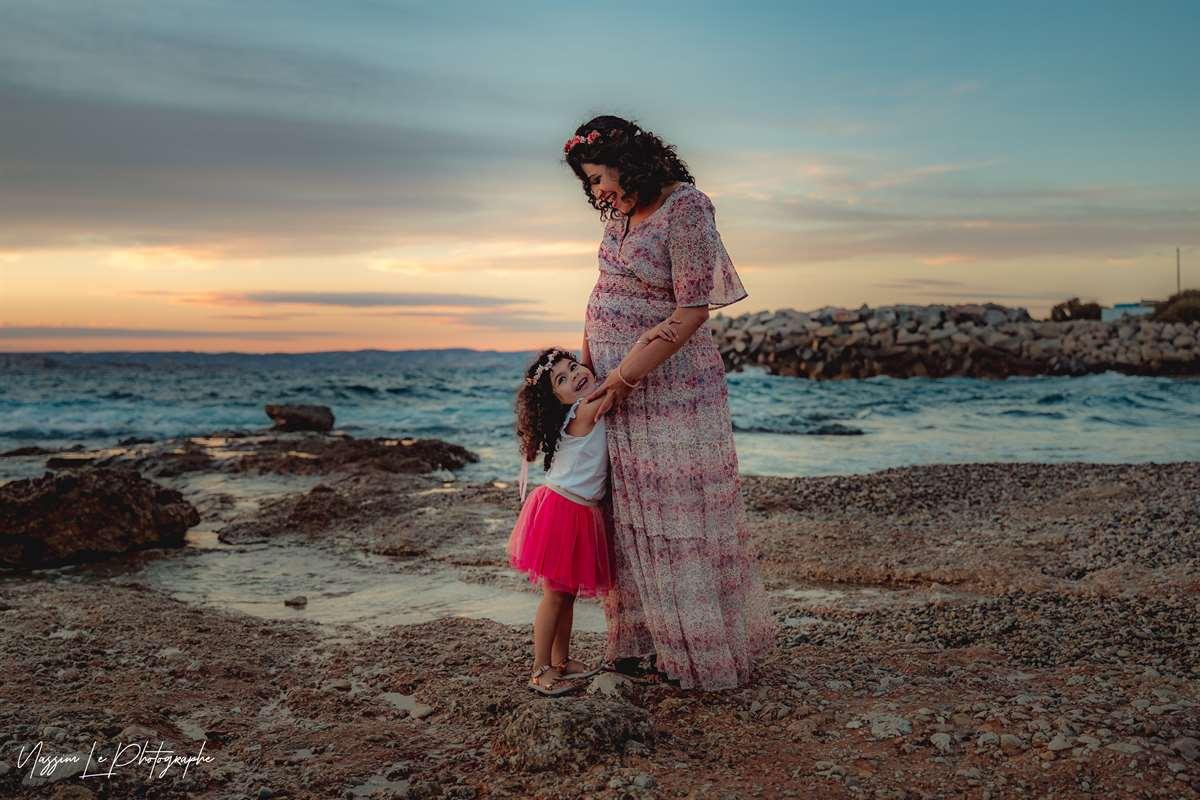 Une séance photo de famille/grossesse sur la plage 24