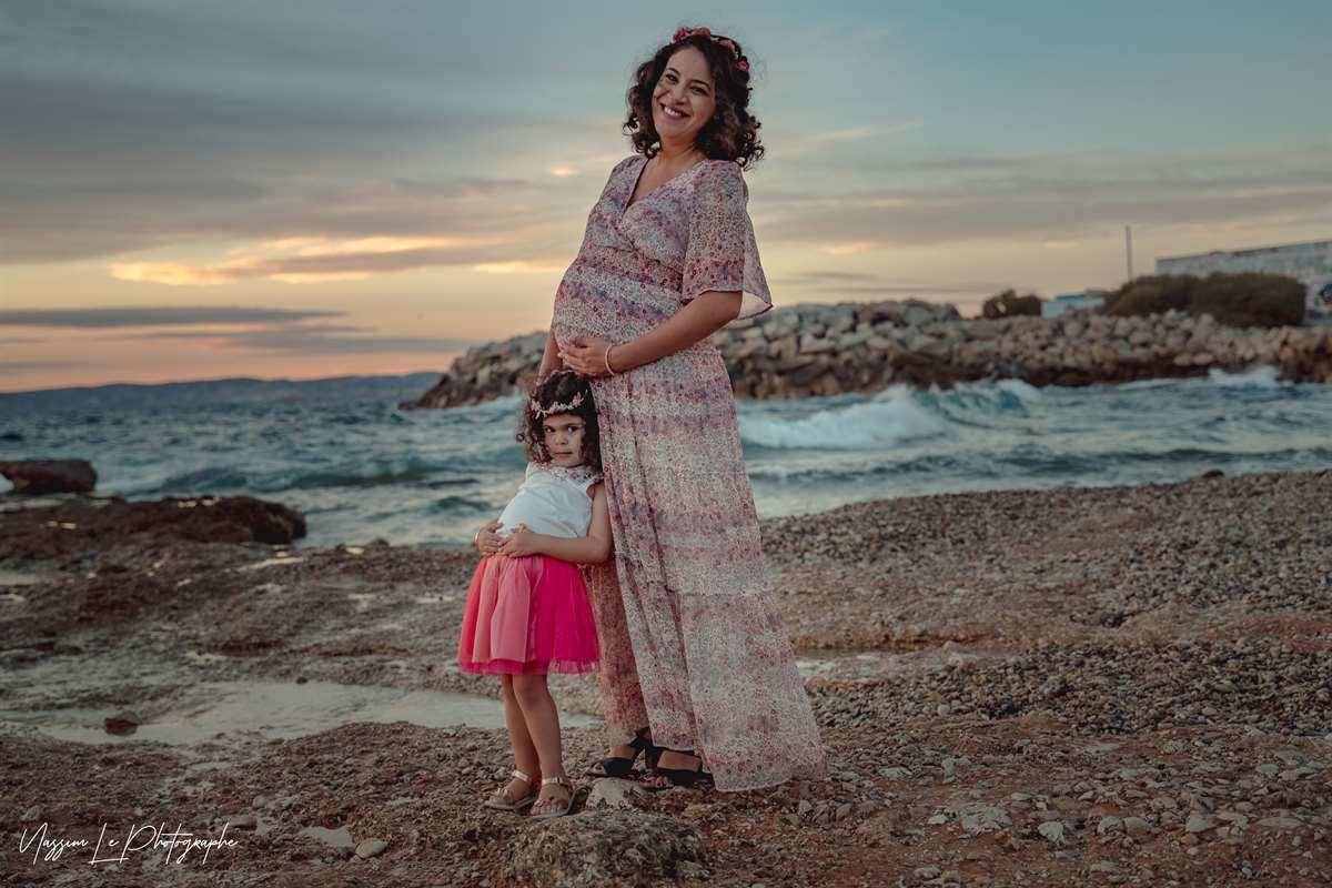 Une séance photo de famille/grossesse sur la plage 25