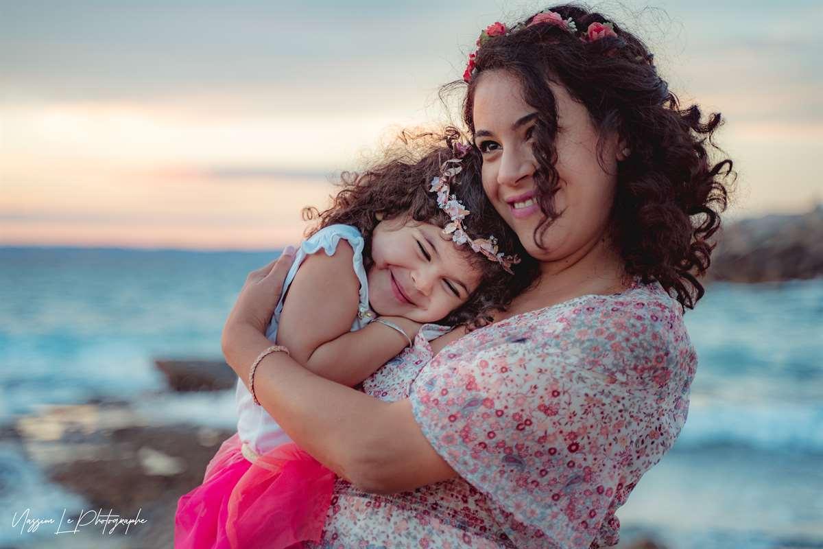 Une séance photo de famille/grossesse sur la plage 26