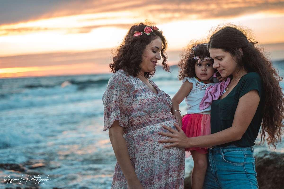 Une séance photo de famille/grossesse sur la plage 32