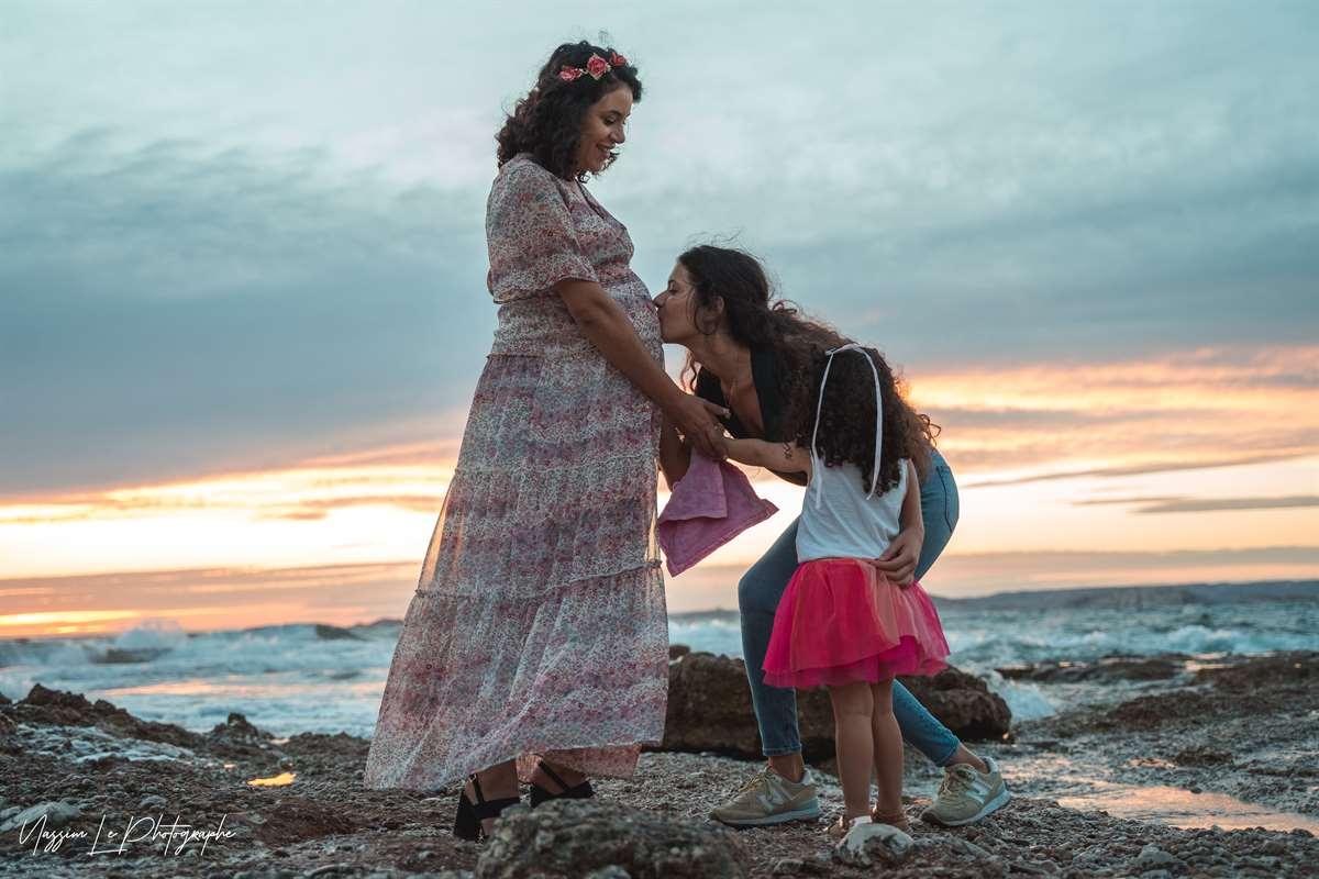 Une séance photo de famille/grossesse sur la plage 34
